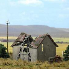 Busch 1405 Dilapidated Barn Kit H0
