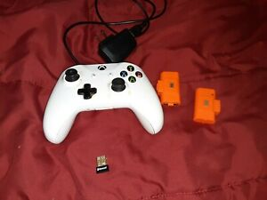 Xbox One Contoller With Battery Pack and Bluetooth Adapter