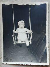 Baby Schaukel Kleinkind Neugeborenes Kind 8,5x11 Original Foto