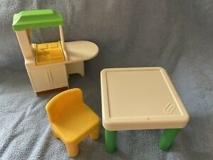 LITTLE TIKES DOLLHOUSE OVEN/STOVE/TABLE/PHONE COMBO, ONE CHAIR & TABLE PREOWNED