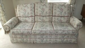 BEIGE FLORAL WADE UPHOLSTERY 3 SEATER SETTEE AND ARMCHAIR VERY COMFY