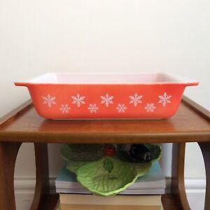 Vintage JAJ Pyrex Red Coral Gaiety Snowflake Spacesaver Dish - No Lid - Rare