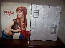 SIDESHOW MARY JANE WATSON COMIQUETTE STATUE w/ 2 SIGNED TOM HOLLAND PHOTOs