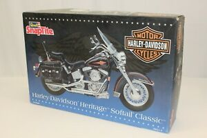 Revell 1:8 Harley Davidson Heritage Softail Classic Motorcycle Model Kit