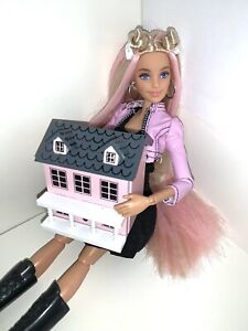 """Miniature Dollhouse For 11.5"""" - 12"""" Fashion Doll Opens Up For Kelly Barbie"""