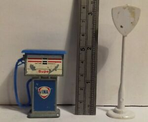 Vintage plastic and diecast 1/32 FINA petrol gas pump and sign, poor condition