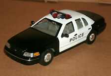 1/27 Scale 1999 Ford Crown Vic Police Interceptor Diecast Model - Welly 22082