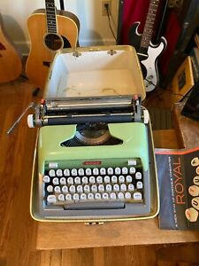 VINTAGE ROYAL FUTURA 800 TYPEWRITER-RARE GREEN COLOR-CASE-WORKING CONDITION