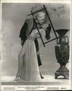 "1950 Press Photo Richard Greene & Yvonne De Carlo star in ""The Desert Hawk"""