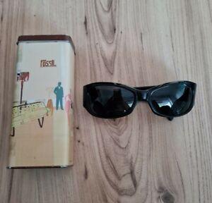 Fossil Damen Sonnenbrille Schwarz Mit Glitzer Steinchen Ohne Stärke mit Dose