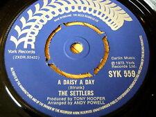 """THE SETTLERS - A DAISY A DAY       7"""" VINYL"""
