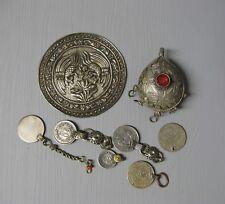 Eléments d'anciens bijoux ethnique berbère en argent. Agrafe fibule boucle.
