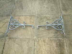 PAIR OF AMAZING VINTAGE HAND FORGED BLACKSMITH MADE HEAVY DUTY HANGING BRACKETS