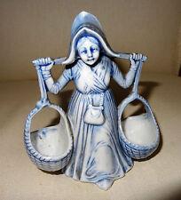 Jolie statuette porteuse de paniers porcelaine bleutée Delft??