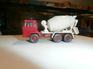 WIKING 1:87 SCALE  ASSEMBLED VEHICLE---  CEMENT MIXER--RED CAB