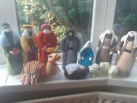 FANTASTIC BRAND NEW HAND KNITTED HIGH QUALITY 13 PIECE CHRISTMAS NATIVITY SET