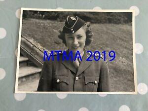 WW2 PRESS PHOTOGRAPH - BRITISH ATS GIRL JUNIOR COMMANDER JOAN CRANFIELD 1943