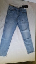 LEVIS Womens WEDGIE Premium Jeans size 25 TAPERED High Rise MEDIUM WASH NWT $98