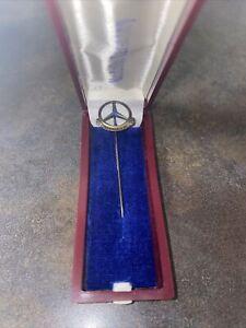 Mercedes Benz Anstecknadel 500000 KM Silber 835 vergoldet Pin mit blauem Stein