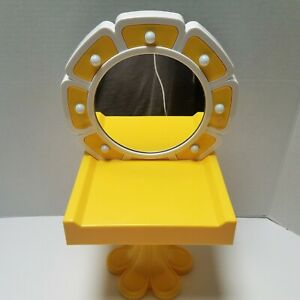 American Girl 70's Doll Julie Light Up Daisy Vanity Yellow Table Works Retired