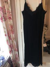 Superbe velours et dentelle robe noire. Marks and Spencer. taille 12. BNWT.