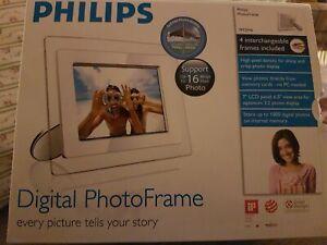 "Philips 7FF2M4 Digital Photoframe 7"" Boxed Never Used Christmas Present"