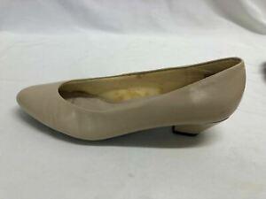 """Women's Truffles Pumps, Kitten Heels, Black or Bone Sz 8.5M 1.75"""" Heel EUC"""