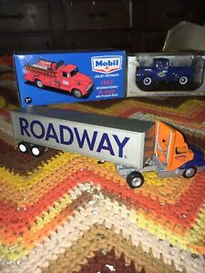 1/64 Scale Diecast Roadway Semi Truck And Trailer By Winross Nice Set!!