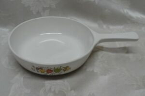 """Vintage CORNING WARE SPICE OF LIFE RANGE TOPPERS 6 1/2"""" SKILLET PAN White Glass"""
