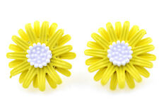 2cm yellow enamel daisy / sunflower flower stud earrings