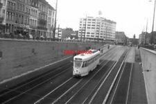PHOTO  BELGIUM TRAM 1958 BRUXELLES-BRUSSEL STIB PCC TRAM  CAR NO 7151 ON ROUTE 1