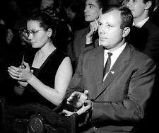 Yuri Gagarin with wife in 1964 GLOSSY PHOTO PRINT 3616