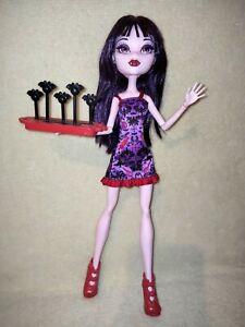 Monster High Elissabat - Ghoul Fair. BEAUTIFULLY GROOMED AND HOSPITABLE VAMPIRE!