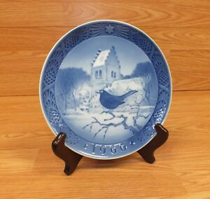 Genuine Kai Lange Light Blue & White Glass Vintage Collectible Plates Of Choice