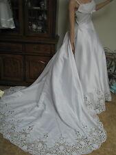 Wedding gown dress  Ladies 12 train eyelet lace  bridal Formosa Italian  White