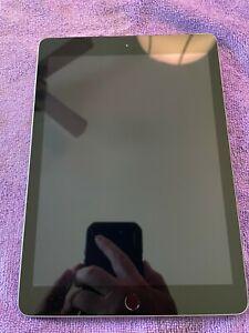 "Apple iPad 5th Gen Space Gray 32GB 9.7"" (Unlocked)"