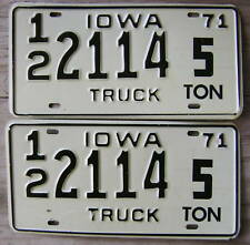 1971 IOWA TRUCK/COMMERCIAL LICENSE PLATE #12/2114 PAIR