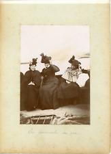 France, Bretagne, Femmes en promenade sur mer, ca.1900, vintage citrate print Vi
