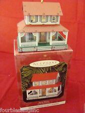 HALLMARK KEEPSAKE 1999 TIN FARM HOUSE TOWN & COUNTRY SERIES-IN ORIG BOX-LKN