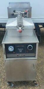 Henny Penny Gas Pressure Fryer / Chicken Fryer - Manual Controls
