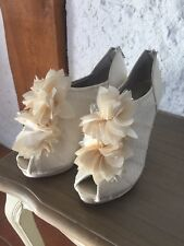 Ivory Ruffle Shoe Boot by menbur size 39 uk6