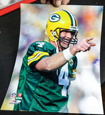 BRETT FAVRE 8x10 PHOTO UNSIGNED POINTING AFTER TD PASS  GREEN BAY PACKERS