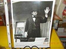 """GREGORY PECK SIGNED MOVIE """"THE BLUE AND THE GRAY"""" ORIGINAL MOVIE PHOTOGRAPH-1982"""