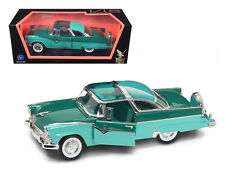 1955 Ford Fairlane Crown Victoria Green 1:18 Diecast by Road Signature 92138gr