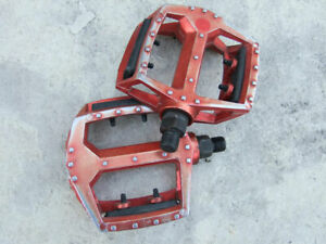 "Old Schools red anodized platform pedals, 9/16"" spindles for three piece cranks"