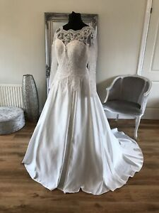 Bridal Gown/Wedding dress,Long Sleeves, Ivory ,Size 18, Brand New