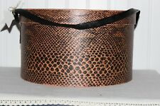 SCARCE WEIGHTY ANTIQUE MAUVE REPTILE PRINT WALLPAPER ROUND HAT BOX VINYL STRAP