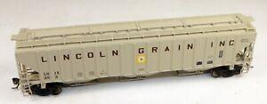 InterMountain #45318-16 3-Bay Covered Hopper Lincoln Grain #253 1/87 HO Scale