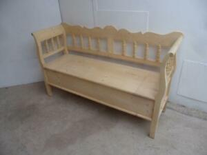 A Small  2/3 Seater Antique/Old Pine Hall/Kitchen Box/Settle/Bench to Wax/Paint