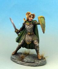 DARK SWORD MINIATURES - DSM7463 Female Warrior/Cleric w/Weapon Options
